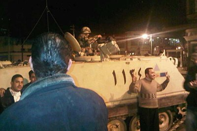 Soldiers talk to protesters in Alexandria, on January 28, 2011.
