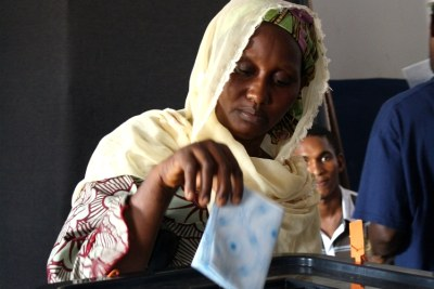 Woman voting in Guinea (file photo).