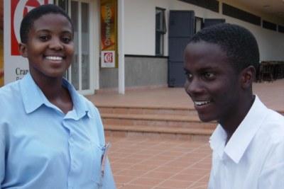 Irene Nakalembe et Joshua Myabashaija, deux jeunes ougandais