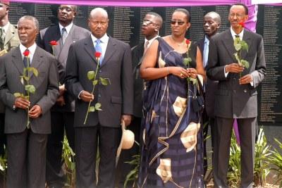 Le président rwandais à côté des hautes autorités africaines rendant hommage aux disparus du génocide rwandais