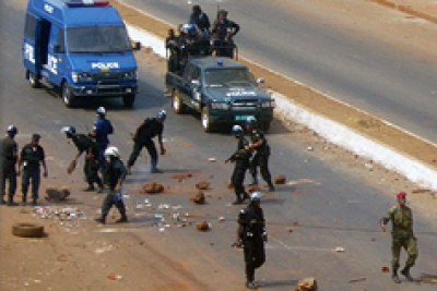 Security forces clashing with protestors in Conakry.