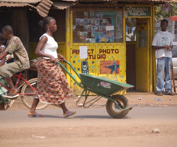 Wheelbarrows Help Liberia Move