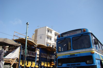 Des bus de marque indienne TATA sont utilisés pour le transports en commun à Dakar.