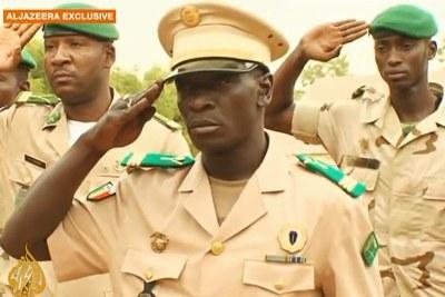 Bombardé général de corps d'armée, le capitaine  Amadou Sanogo est devenu l'ennemi numéro 1 d'éléments de ses troupes qui réclament promotion