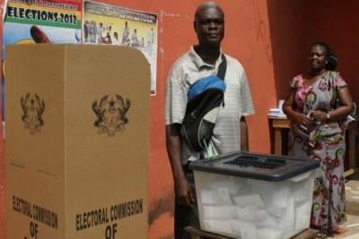 (Photo d'archives) - Un électeur ghanéen lors de la présidentielle de décembre 2012