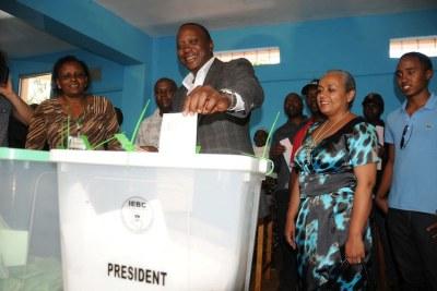 Uhuru Kenyatta le jour du vote.