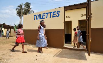 Amendes ou prison pour ceux qui urinent dans la rue au Bénin
