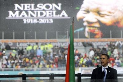 (Photo d'archives) - Le président américain Barack Obama s'exprime au service commémoratif de Nelson Mandela au Stade FNB de Soweto.