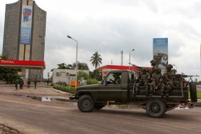 Des éléments de Fardc en patrouille non loin de la RTNC, la télévision publique attaquée le 30/12/2013 dans la matinée des jeunes gens armés.