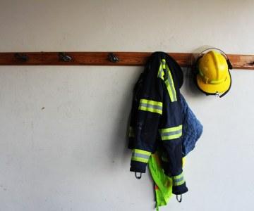 South African Firefighters Battle Cape Peninsula Blaze