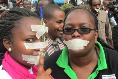 Kenyan journalists protest government censorship.