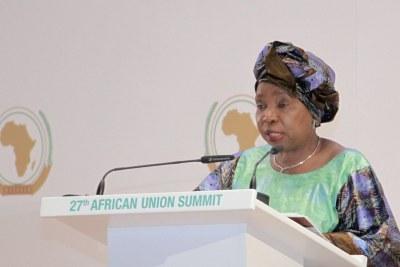 La Sud africaine, Nkoszana Dlamini Zuma, présidente de la Commission de l'Union, lors de la 27ème session ordinaire des chefs d'Etat et de gouvernement de l'Union africaine (UA), en juillet 2016 à Kigali.