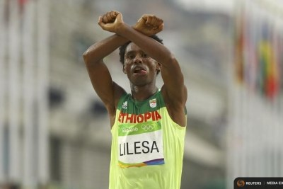 Long-distance runner Feyisa Lilesa won silver in an exciting race at the Rio Olympics and then used the opportunity to show his support for the protests against the Ethiopian government's privatisation of certain areas of land, and plans to expand the area of the capital Addis Ababa further into Oromo land.