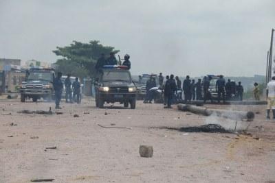 Des forces de sécurité en attente à Kinshasa pendants les manifestations en République démocratique du Congo (RDC) des 19 et 20 décembre 2016