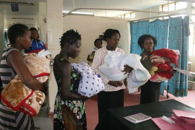 Mothers at Pumwani Maternity Hospital prepare to leave the facility (file photo).