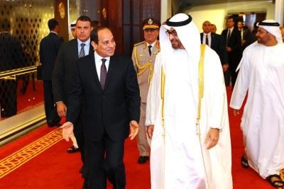 Le président égyptien Abdel Fattah al-Sissi aux côtés de l'émir ben Zayed Al Nahyane, président des Emirats, à Abou Dhabi le 3 mai 2017.