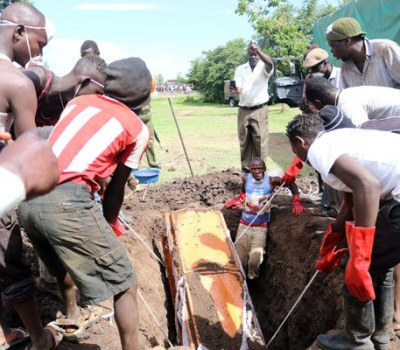 Drama as body exhumed in Kenyan village - PHOTOS
