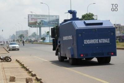 Un canon à eau de la gendarmerie en intervention