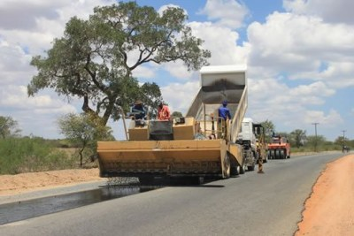 Construction work on the Beitbridge-Chirundu highway (file photo).