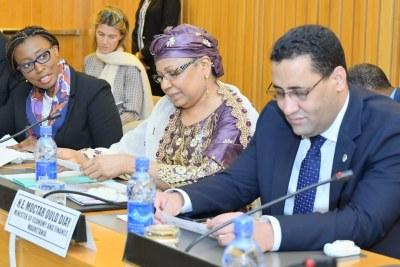 Mme Vera Songwe, Secrétaire général adjoint des Nations Unies, par ailleurs, Secrétaire exécutif de la CEA (à gauche) à côté des Ministres de l'Économie du Plan du Niger et de la Mauritanie