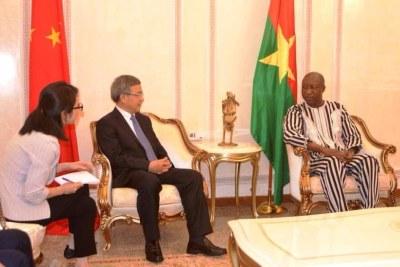 Le vice-Premier ministre de la République populaire de Chine, Chunhua Hu, est arrivé, le mercredi 11 juillet 2018 au Burkina Faso pour une visite d'amitié et de travail de 48 heures.