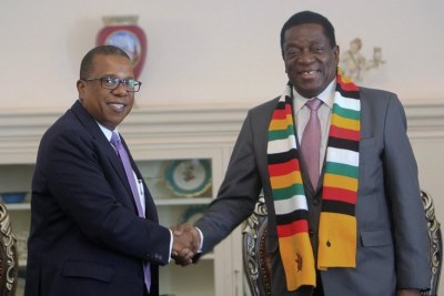 U.S. Ambassador to Zimbabwe Brian Nichols, left and President Emmerson Mnangagwa (file photo).