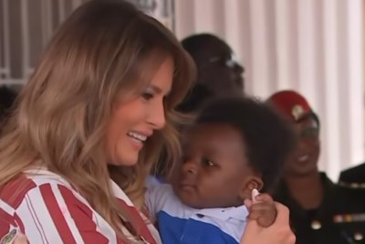 U.S. First Lady Melania Trump cuddled an infant, saw babies being weighed, and handed out teddy bears donated by the White House at the Greater Accra Regional Hospital.