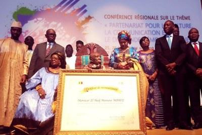El Hadj Mansour Mbaye remporte le Prix UNFPA pour pour sa rigueur face à la santé reproductive et la planification familiale