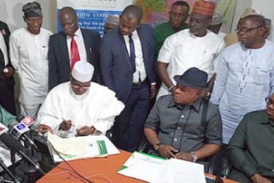 Atiku Abubakar signing the peace accord.
