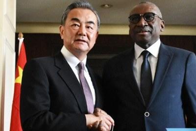 La République populaire de Chine va financer la construction de l'autoroute Mbour-Fatick-Kaolack, le nouveau siège du ministère des Affaires étrangères et le projet smart city, a annoncé dimanche, à Dakar, le ministre des Affaires étrangères, Sidiki Kaba.