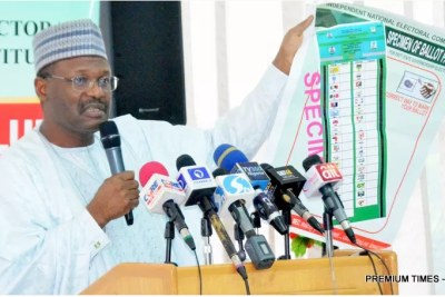 Electoral commission chair, Professor Mahmood Yakubu showing a specimen ballot paper for Ekiti governorship election during a meeting in Abuja during 2018 (file photo).