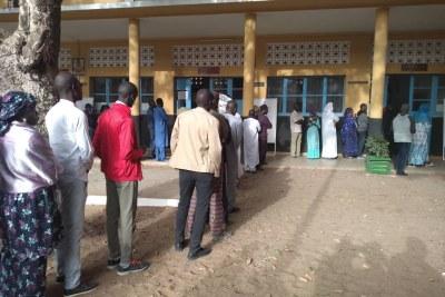 Senegalese people vote.