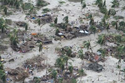 (Photo d'archives) - Les travailleurs humanitaires rapportent «des scènes de vastes destructions» dans des régions comme Mucojo dans la province de Cabo Delgado après #CycloneKenneth Cinq décès rapportés jusqu'à présent; la ville principale de Pemba est largement épargnée.