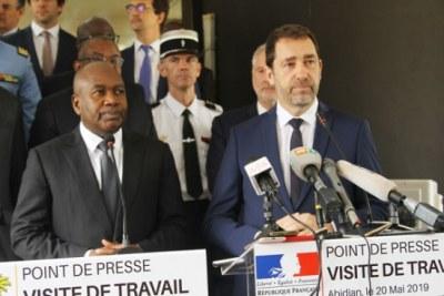 Le ministre français de l'Intérieur, Christophe Castaner avec son homologue ivoirien, Sidiki Diakité,