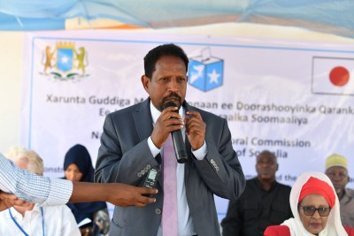 Abdirahman Omar Osman, the Mayor of Mogadishu and Governor of Benadir Regional Administration, speaks at the inauguration of a perimeter wall for the future office of Somalia's National Independent Electoral Commission in Mogadishu on 26 March 2018.