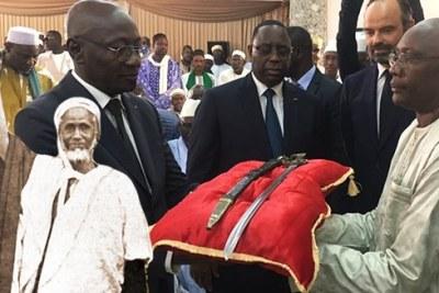 La famille d'Elhadj Oumar salue la restitution de son sabre, rappelle ses objets toujours en France