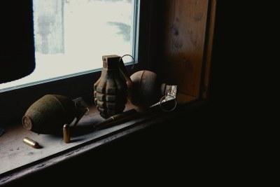 Grenades à main et des balles