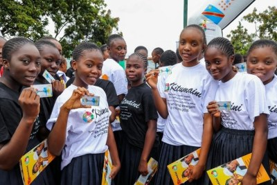 Adolescent girls with their Kitumaini card, which allows them free access to sexual and reproductive health services that have been adapted to their needs.