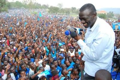 Forum for Democratic Change Leader, Kizza Besigye (file photo).