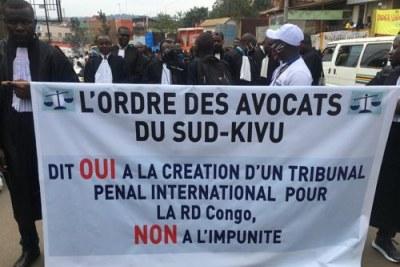 Marche dans les rues de Bukavu à l'occasion du 10eme anniversaire du Rapport Mapping, 1er octobre 2020.