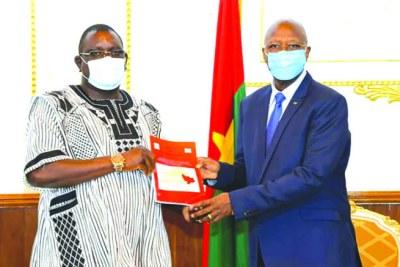 Le Premier ministre, Christophe Dabiré, a reçu le rapport de l'étude commanditée sur les défis sécuritaires dans la région de l'Est.