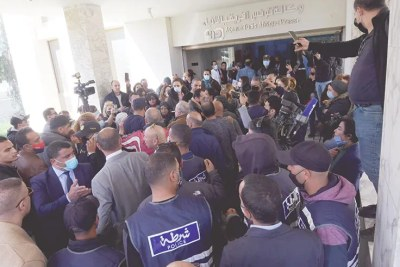 « Des éléments de la force publique ont envahi avant-hier le siège de la TAP afin d'imposer la désignation de Kamel Ben Younes nouveau PDG de l'agence. Ils ont également bloqué l'accès des journalistes aux services de la rédaction », affirme le personnel de l'agence.