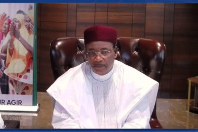 Mahamadou Issoufou, the former President of Niger, was honoured  as the recipient of the 2020 Ibrahim Prize for Achievement in African Leadership in a special virtual Leadership Ceremony held during the 2021 Ibrahim Governance Weekend.