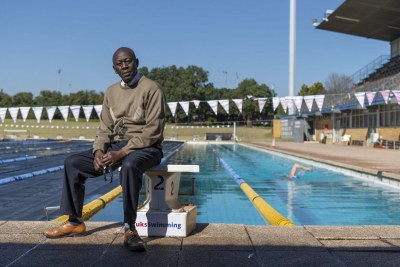 Abel Mokoena does his work alone and loves it. He is keenly aware of what it means for the athletes to train from early in the morning in suitable temperatures, especially in winter.