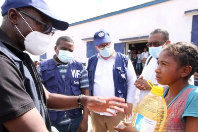 Issa Sanogo, UN Resident Coordinator in Madagascar, meets a young girl who received food aid (file photo).